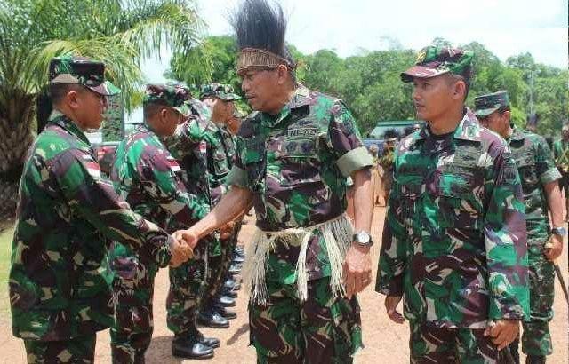 8.-Aspam-Kasad-Prajurit-TNI-di-Perbatasan-Harus-Semakin-Dekat-dengan-Masyarakat