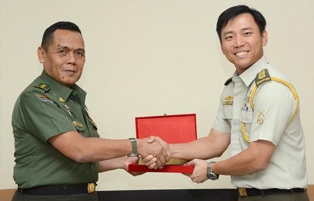 Kaskostrad – Atase Darat Kedubes Singapura Bahas Kerjasama Militer