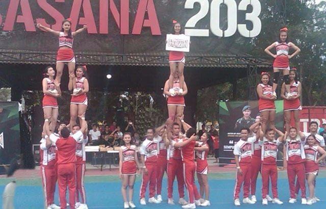 Penonton Terpukau Lihat Pertunjukan Cheerleaders di Yonif 203/AK