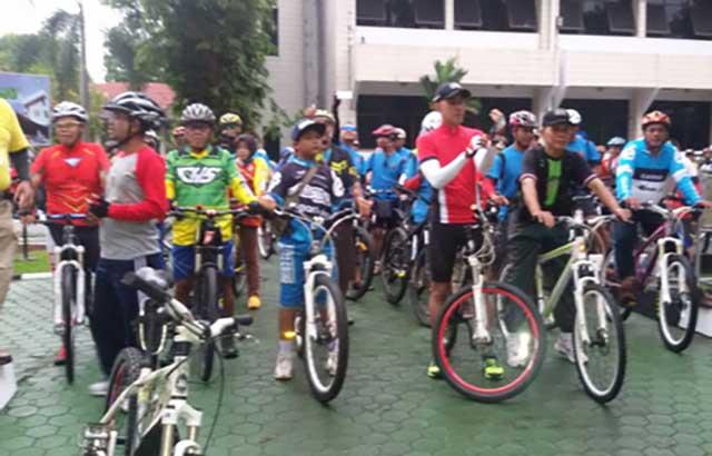 "Gowes Kemitraan "" Fun Cross Country "" TNI Bersama PLN"