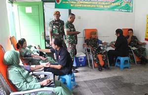 Prajurit TNI Sumbangkan Darahnya Untuk Bantu Sesama