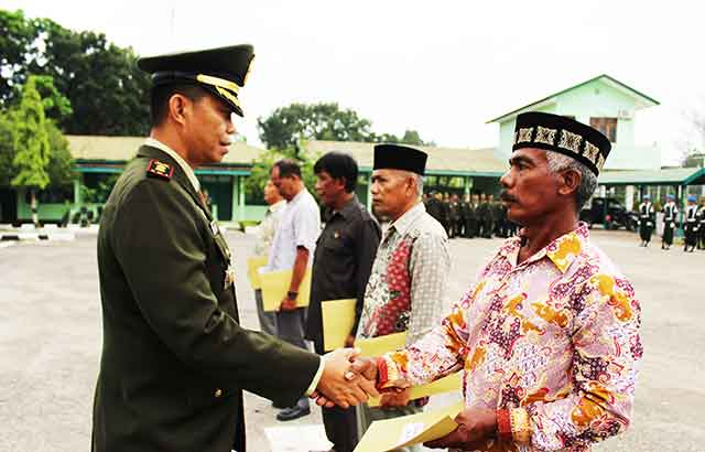 11 Orang Prajurit TNI AD Terima Piagam Purna Tugas