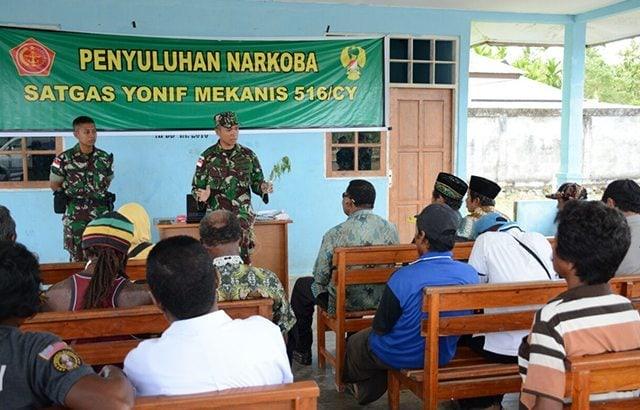 TNI Beri Penyuluhan Hukum dan Bahaya Narkoba Kepada Masyarakat Keerom Papua