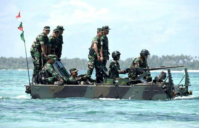 12.-Panglima-TNI-Tinjau-Latihan-Antar-Kecabangan-TNI-AD-di-Natuna