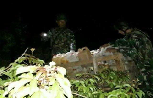 Satgas Yonif Raider 641/Beruang dan Kepolisian Gagalkan Penyelundupan BBM