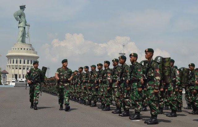 Prajurit Kostrad Amankan Perbatasan RI-Malaysia