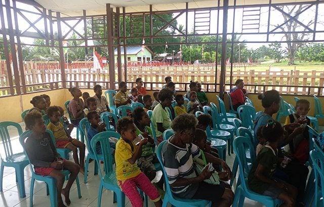 Satgas TNI di Perbatasan Papua Peduli Kesehatan Anak-anak
