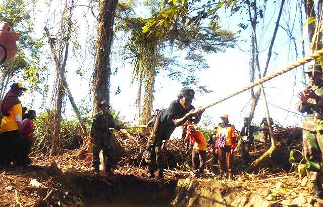 Melalui Outbond, TNI Di Perbatasan Kobarkan Semangat Generasi Muda Papua