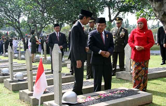 Berita Foto : Panglima TNI Hadiri Upacara Ziarah Nasional di TMP Kalibata