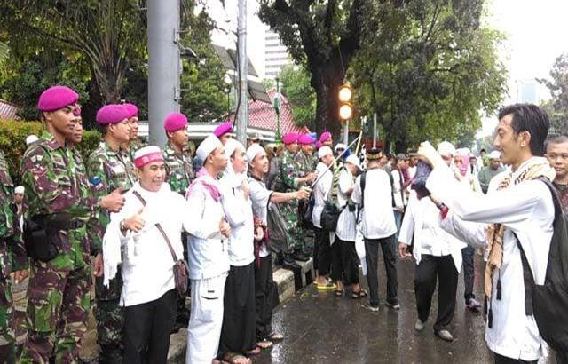 'Terima Kasih TNI' Disampaikan Peserta Aksi Damai 2 Desember