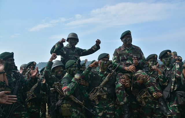 Pangdivif 1/Kostrad Tutup Latihan Pembentukan Raider Yonif Linud 431/SSP