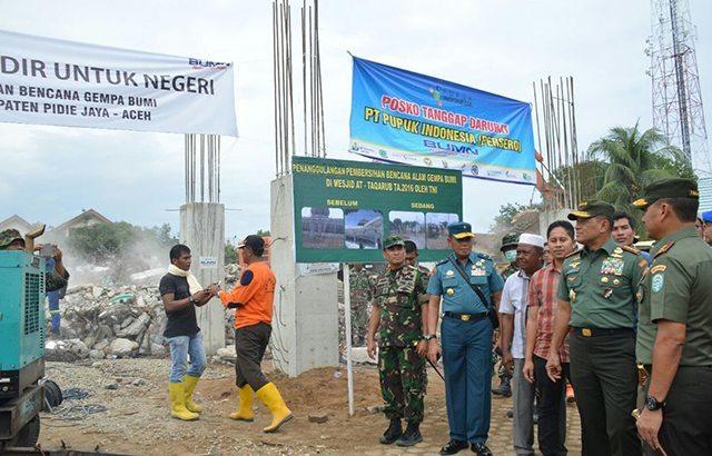 Panglima TNI Tinjau Satgas TNI Bersihkan Puing Masjid At-taqarubTrienggading
