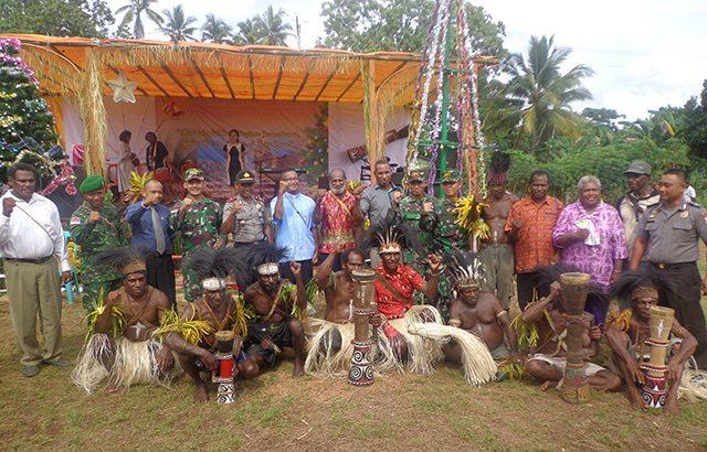 Satgas Pamtas RI – PNG Yonif 407/Padmakusuma Hadiri Perayaan Natal Masyarakat Suku Yeinan
