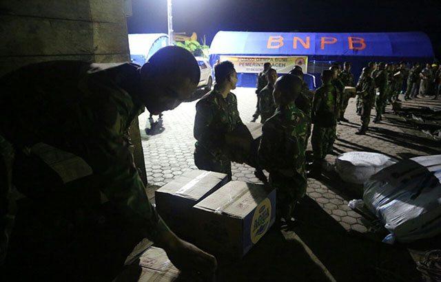 Gelapnya Malam, Tidak Menghalangi Prajurit Mendistribusikan Logistik