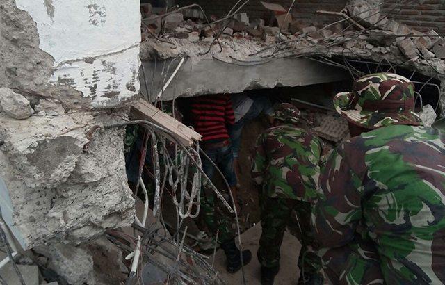 Paska Bencana Gempa, Prajurit Kodam IM Terus Melakukan Pembersihan