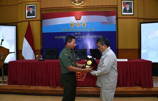 Kapuspen TNI : Aplikasikan Pelatihan Kameramen dan Fotografer di Satuan