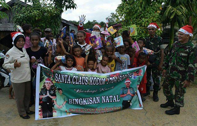 Antusias Anak-Anak Menanti Santa Claus dari Kodim Sorong