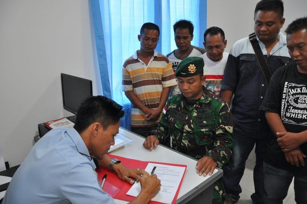 Satgas Pamtas Yonif 502 Kostrad Amankan Pelintas Batas ilegal