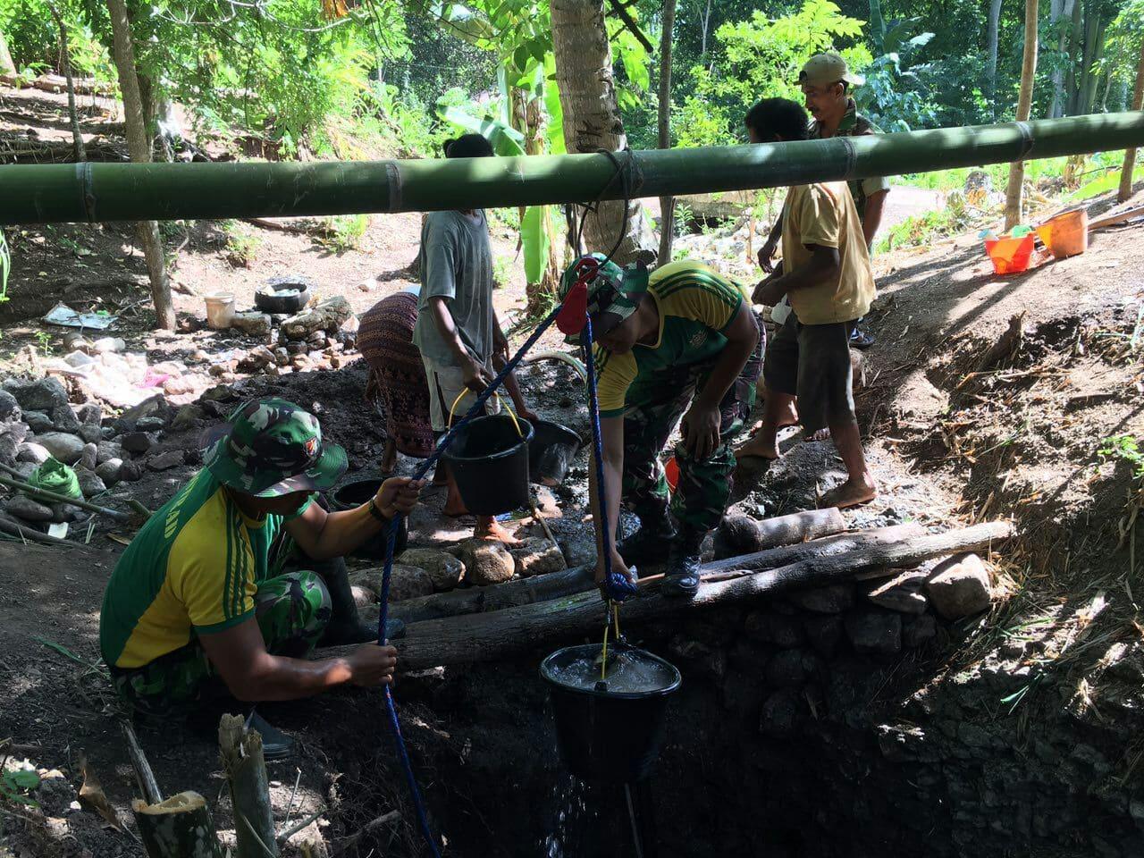 Prajurit Kostrad Atasi Masalah Air Bersih di Perbatasan
