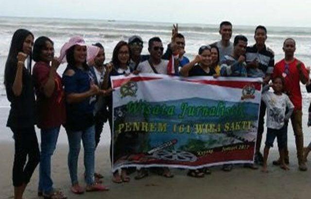 Peringati Hari Jadi Penerangan TNI AD Ke 66, Korem 161/Wira Sakti Gelar Wisata Jurnalistik
