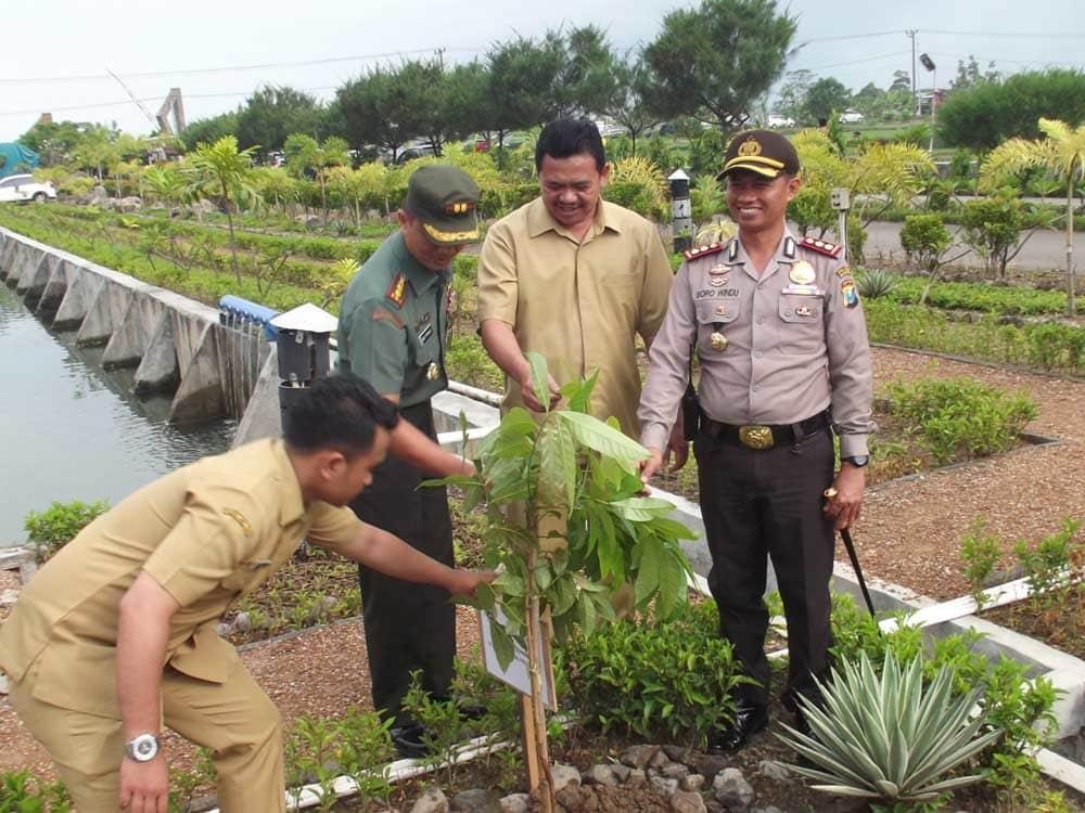 Kodam V/Brawijaya Mendapat Hibah Keramik dari PT. Arwana Plant V Mojokerto