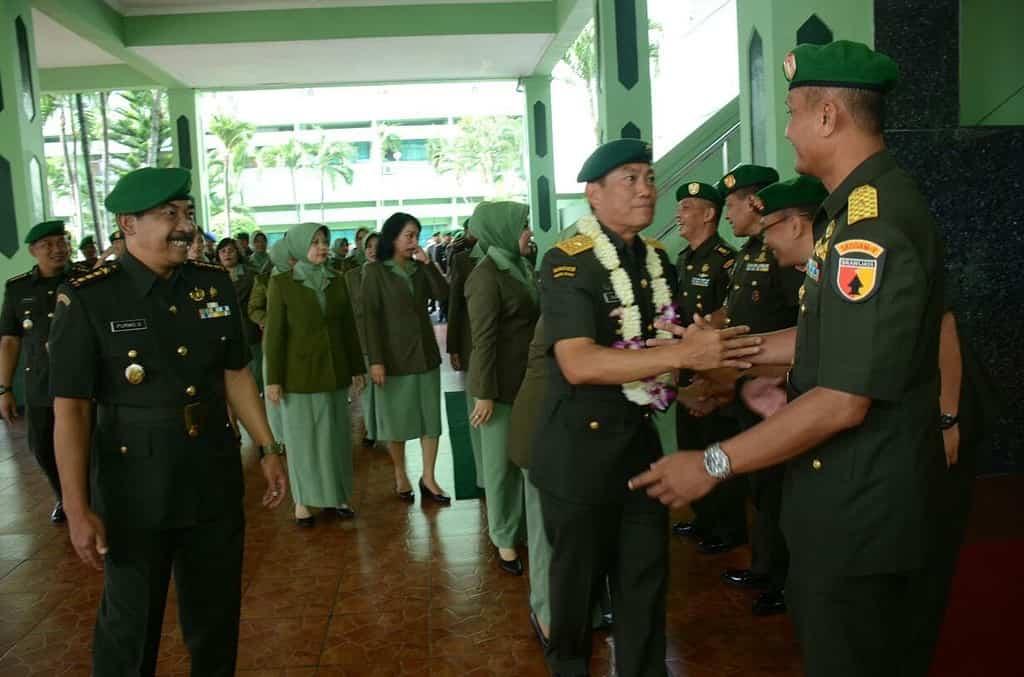 Brigjen TNI Agus Suhardi Duduki Jabatan Kasdam V/Brawijaya