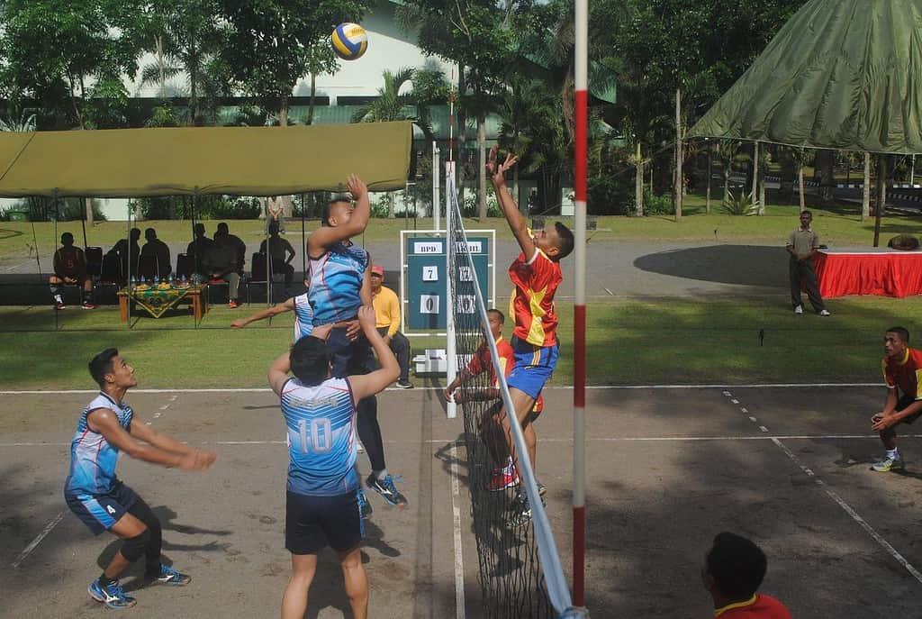 Pererat Hubungan, Akmil dan BPD Jateng Olahraga Bersama