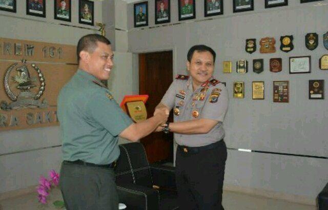 Membina Soliditas, Kapolda NTT Silahturahmi Ke Makorem 161 Wira Sakti