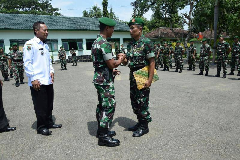 Atas Aksi Heroiknya, Pelda Moh. Anwar Idris Dianugerahi Penghargaan