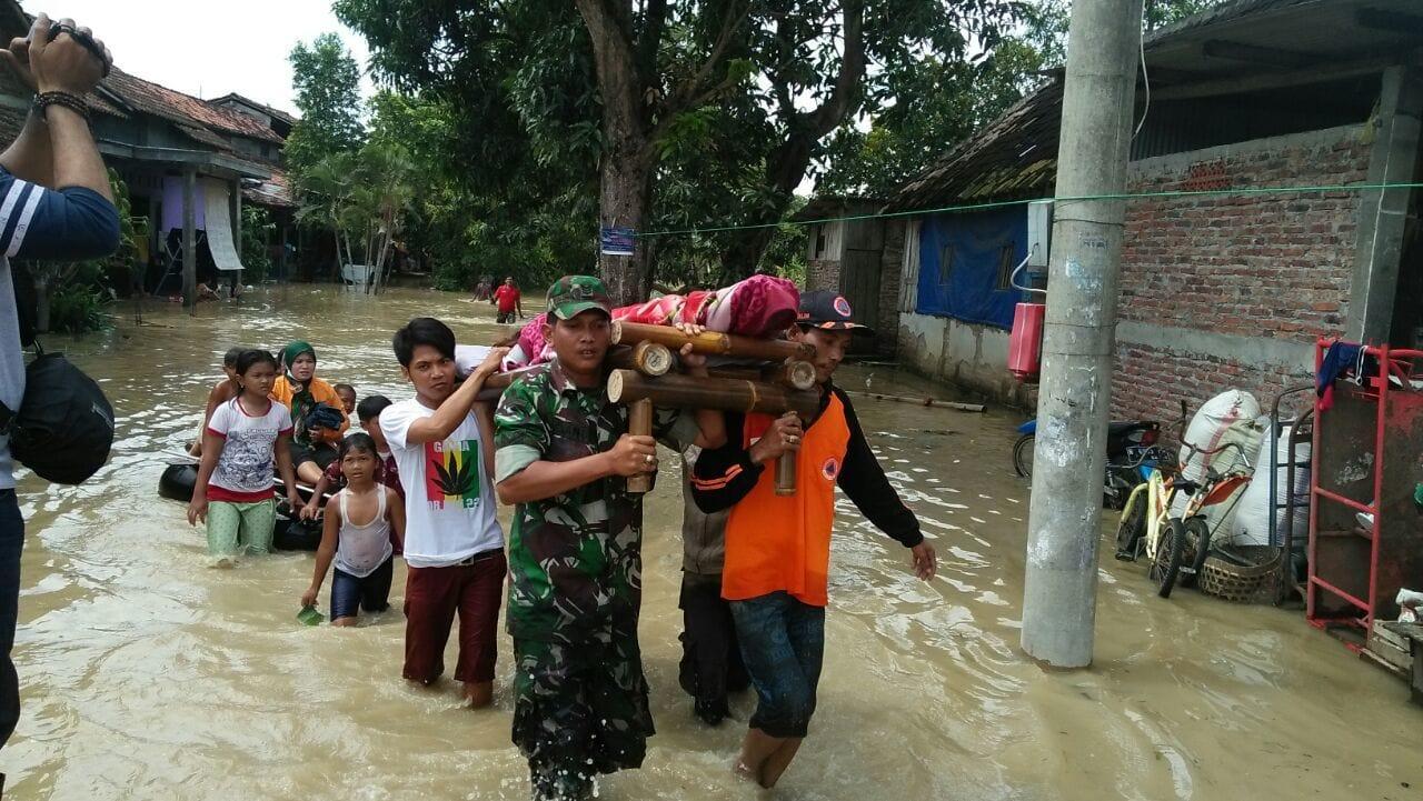 Kami Akan Layani Masyarakat Hingga Banjir Surut