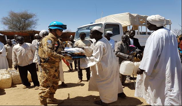 Prajurit TNI di Darfur Beri Bantuan Korban Kebakaran