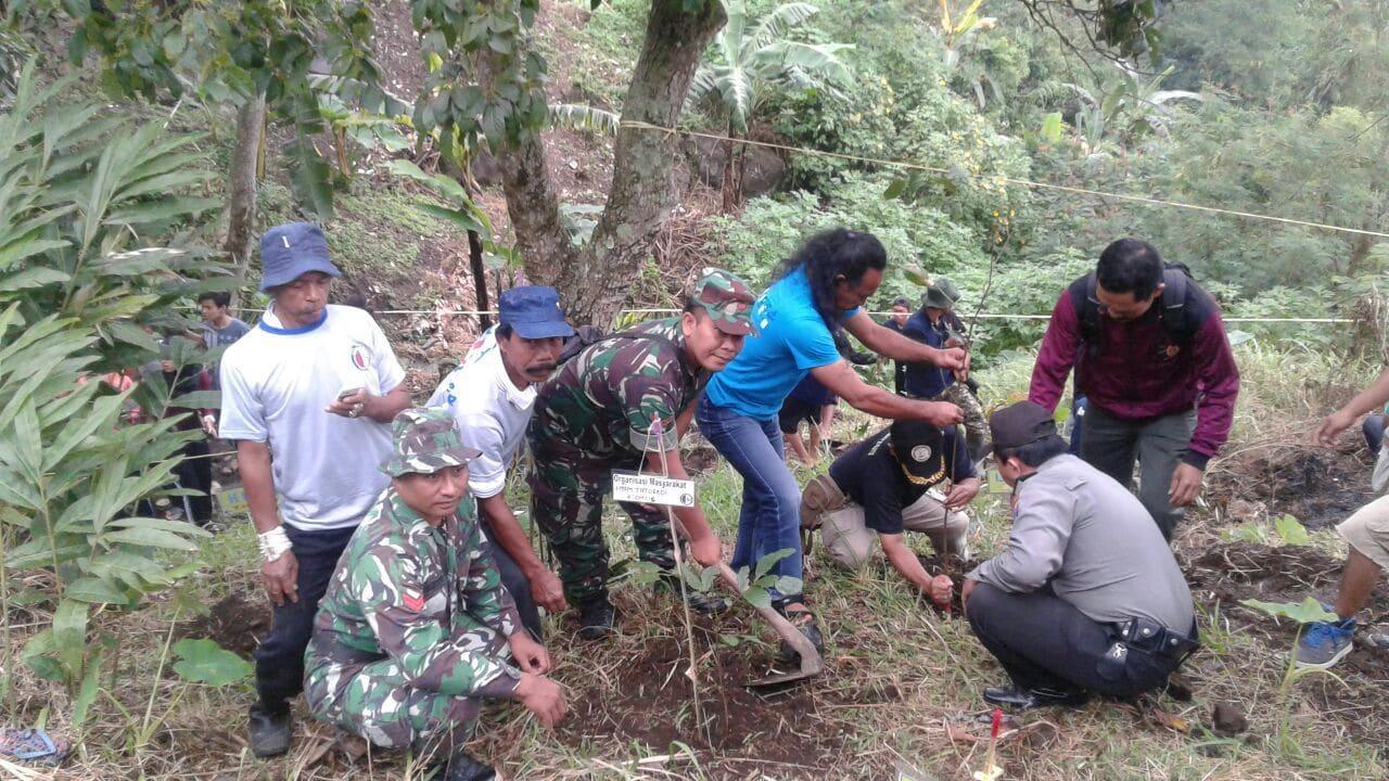 Manfaatkan Sinergitas Untuk Lestarikan Taman Kahyangan
