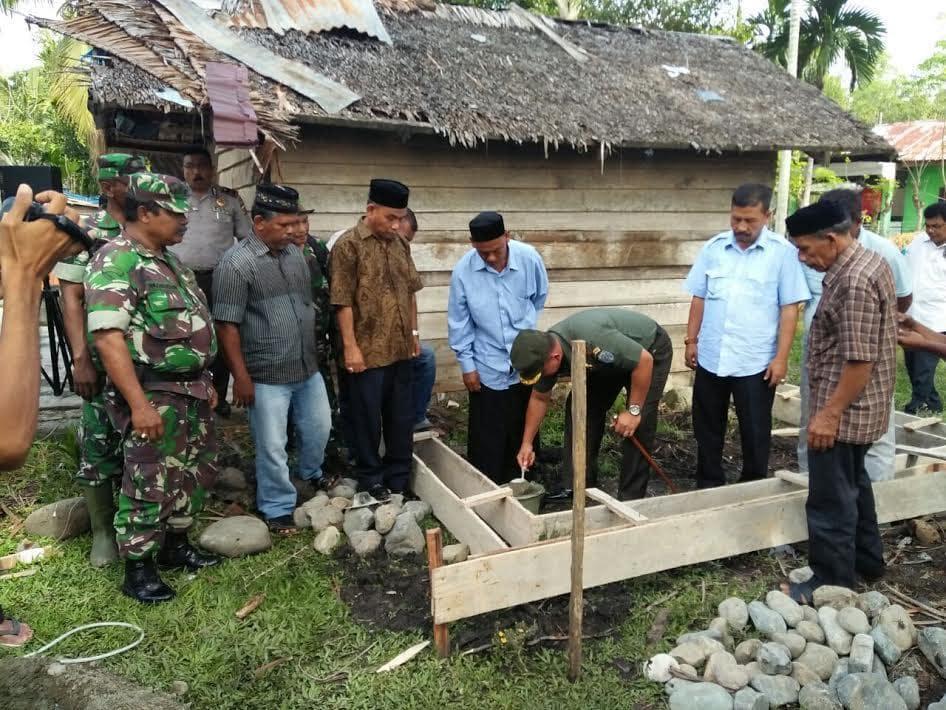 Peletakan Batu Pertama Bedah Rumah di Wilayah Kodim 0102/Pidie