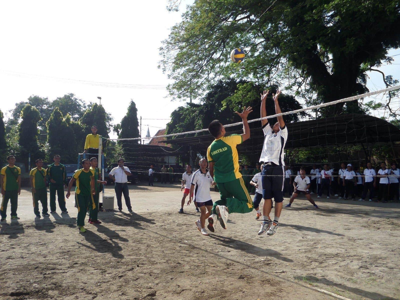 Olah Raga Bersama Yonif PR 503 Kostrad dengan SKPD Kabupaten Mojokerto