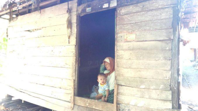 Teteskan Air Mata, Tak Disangka TNI Bantu Renovasi Rumahnya