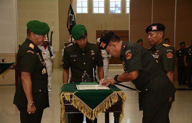 Komandan Pussenkav Kodiklat TNI AD Diserahterimakan