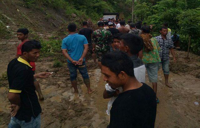 Akses Jalan Menuju Dua Desa di Seulimeun Kembali Berfungsi