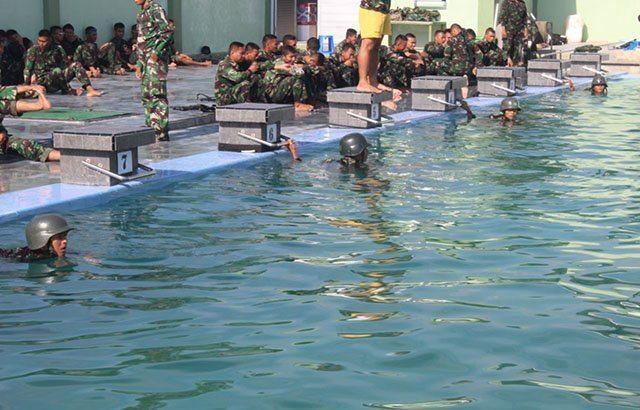 Tingkatkan Ketangkasan Prajurit Dengan Latihan Renang Militer