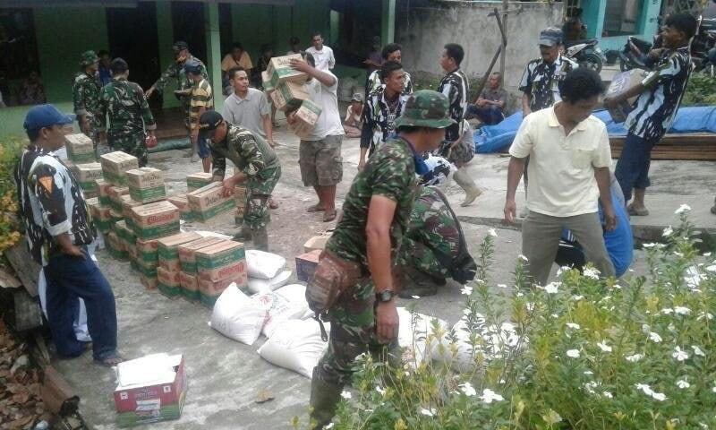Kodim 0108/Agara Bersama Mitra Karib Serahkan Bantuan Kepada Korban Banjir