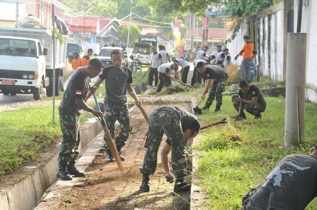 Satgas Operasi Tinombala Dukung Gerakan Kota Poso Bersih Meraih Adipura