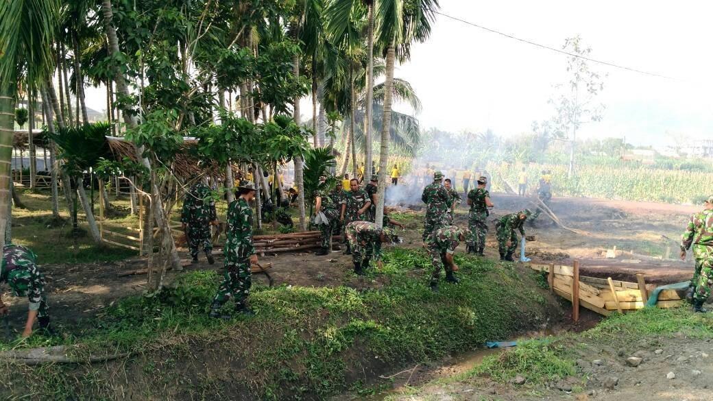 Ratusan Anggota Kodim 0101/BS Bersihkan Lokasi Penas KTNA Ke XV 2017