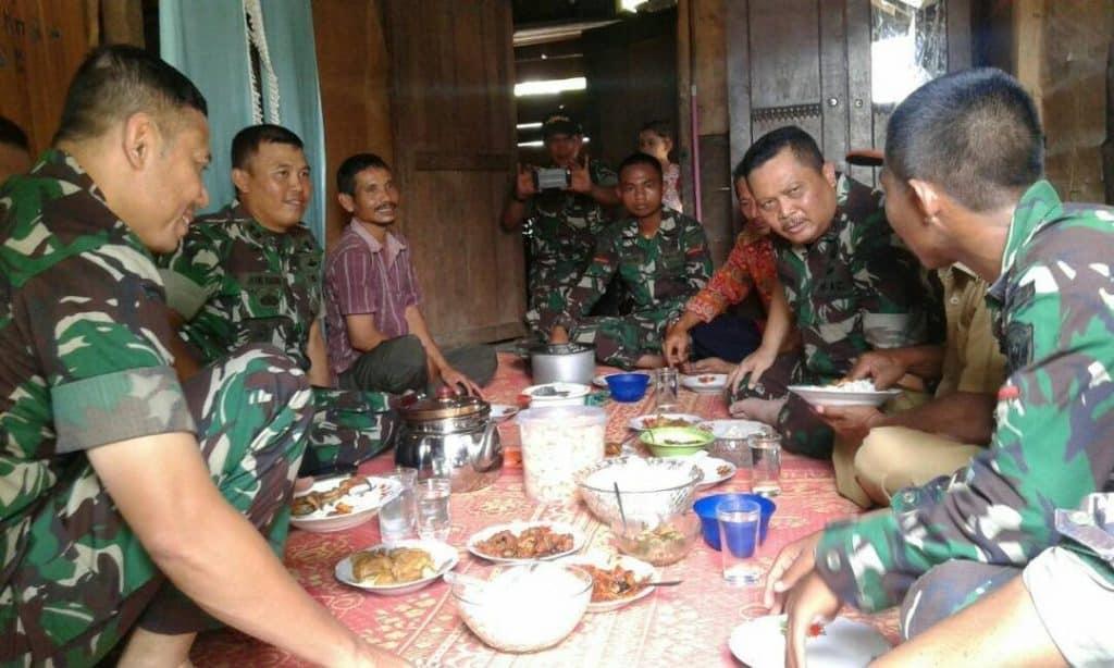 Kebersamaan TNI dan Rakyat Tercipta Dari Kecintaan TNI Terhadap Rakyat