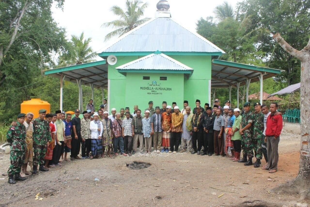 Wujud Kemanungggalan TNI – Rakyat, Satgas Yonif 321/Kostrad Bangun Mushola