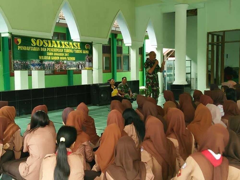 Koramil Ngadiluwih Sosialisasikan Penerimaan Taruna dan Taruni Akademi Militer