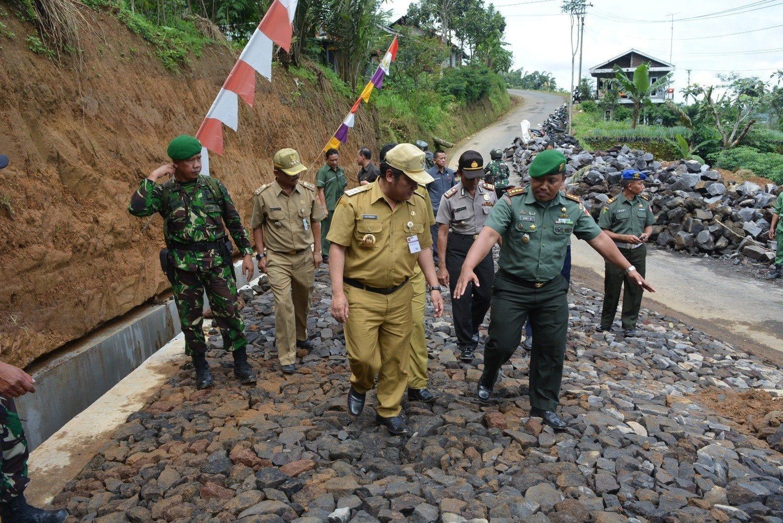 Masyarakat Ikhlaskan Lahannya Untuk Pembangunan Jalan TMMD