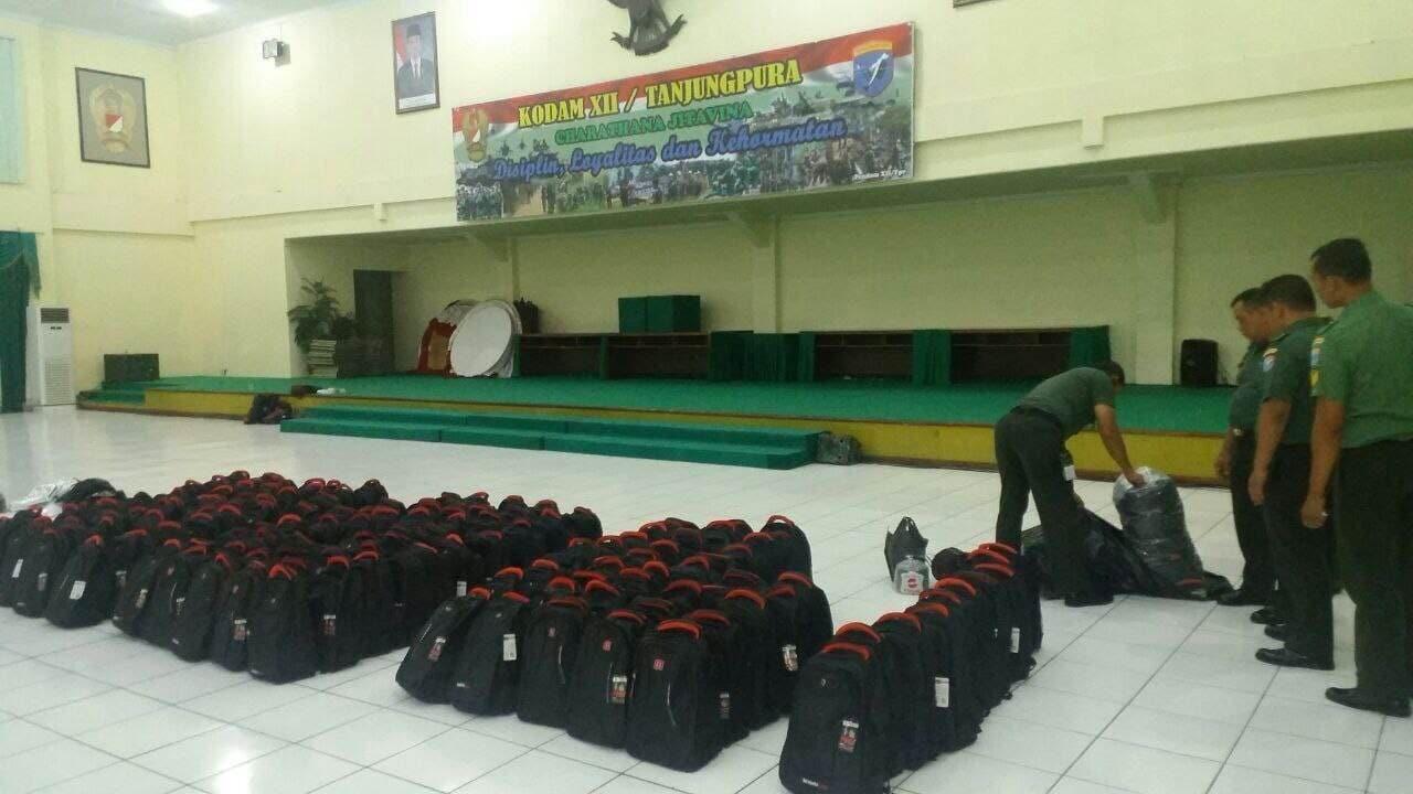 Prajurit Kodam XII/Tpr Siapkan Paket Sekolah Bantuan Presiden