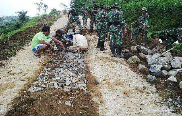 Kemanunggalan TNI-Rakyat Menjadi Kekuatan Memajukan Desa aquarium