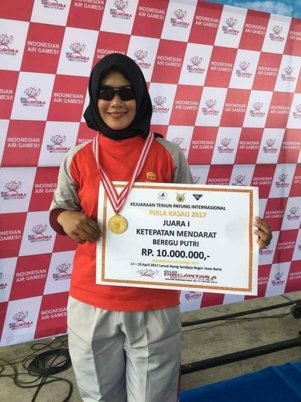 "Kartini Korem 152/Bbl Sabet Juara Terjun Payung Internasional ""KASAU CUP"""