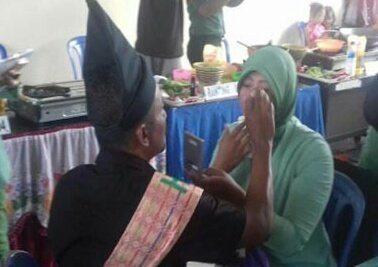 Meriahkan HUT ke-71 Persit KCK, Prajurit Kodim 0414/Belitung Merias Istri