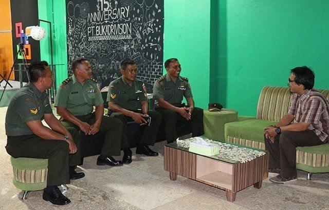 Pendam VI/Mlw Jalin Silaturahmi dengan Insan Pers